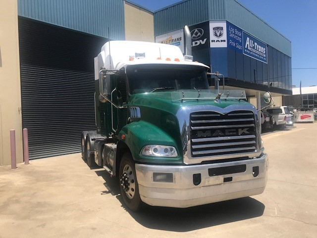 2014 Mack Granite Sleeper Cab Prime Mover