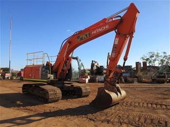 2011 Hitachi ZX200LC-3 Hydraulic Excavator with Bucket