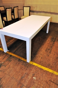 Extension Dining Table Como In White Polyurethane Finish Size Approx 1 Auction 0251
