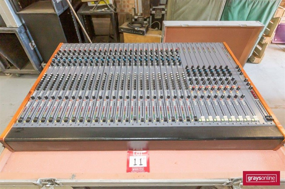 Richardson Audio 24 Channel Analog Audio Mixing Console in Road Case