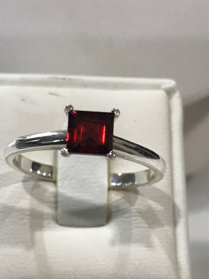 Magnificent Genuine 2.00ct Garnet Ring Size P 1/2 or 8
