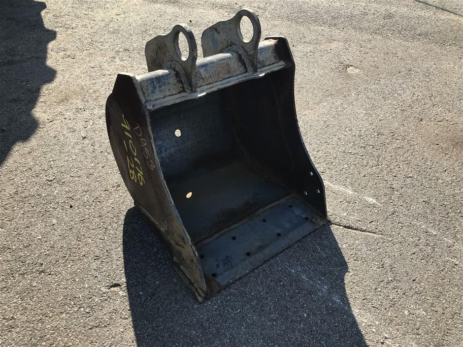 Dig-it's 400mm wide GP bucket.Blank Ears