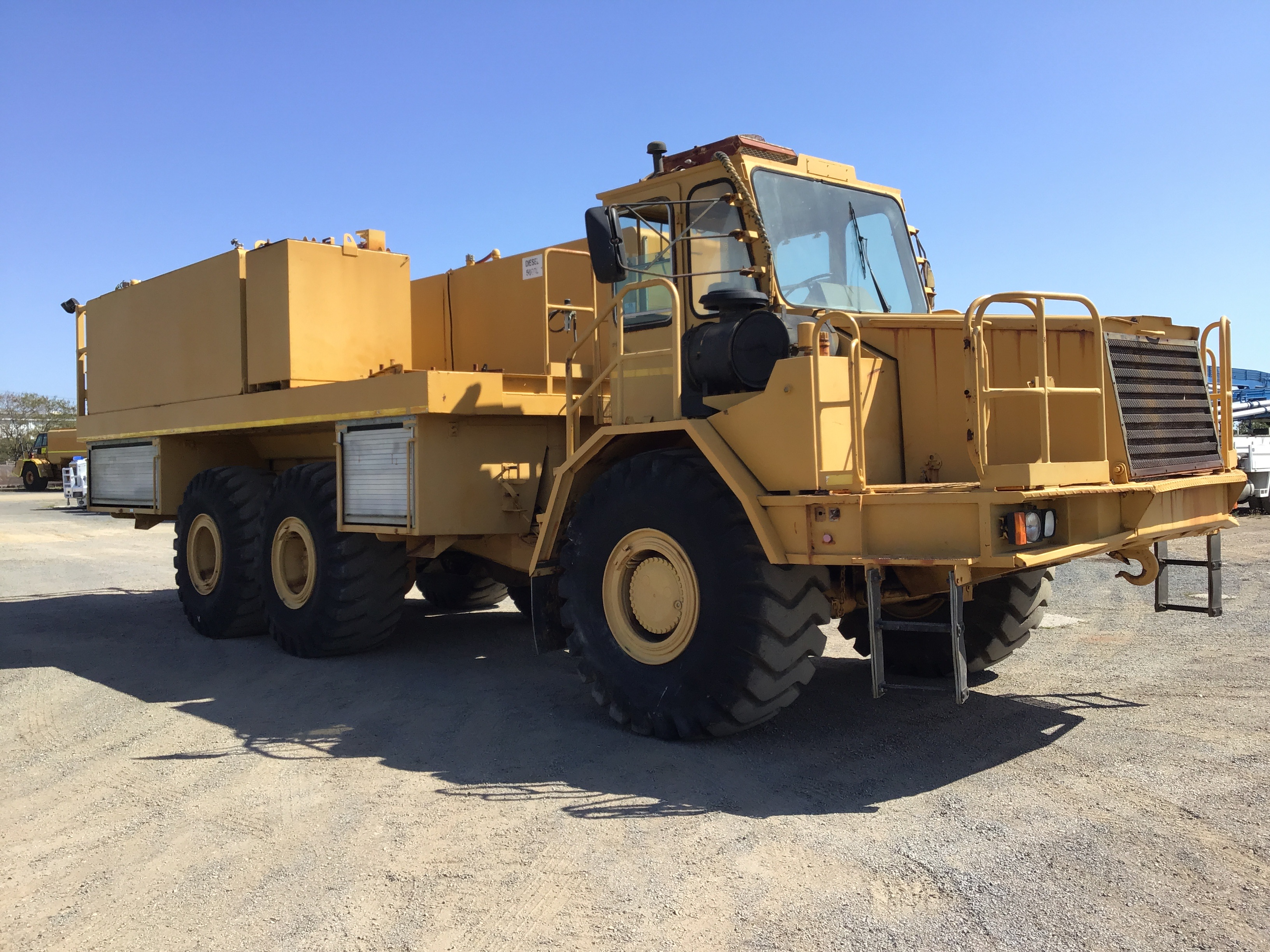 1999 Moxy 7235 Articulated Service Truck