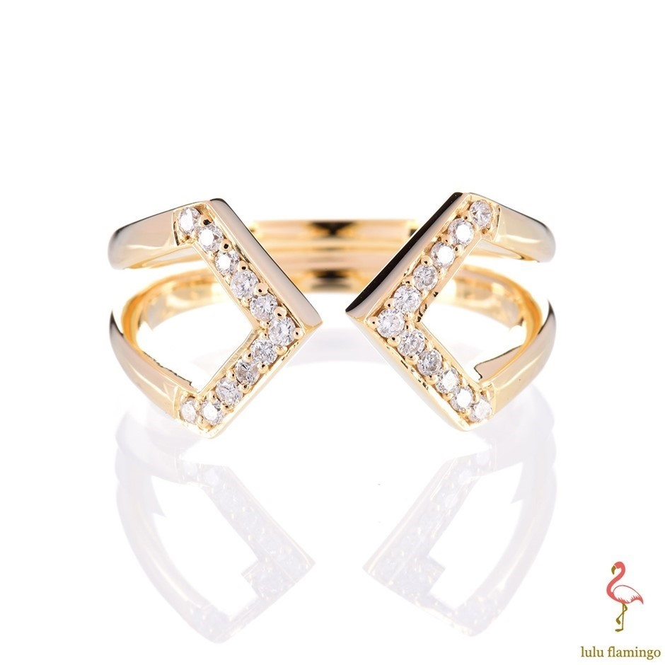 Solid 9ct yellow gold and diamond ring 0.12ct TDW
