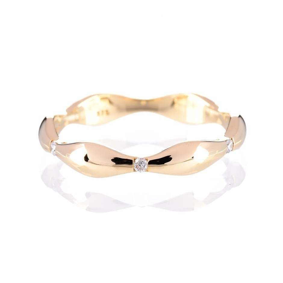 Solid yellow gold and diamond ring 0.06ct TDW