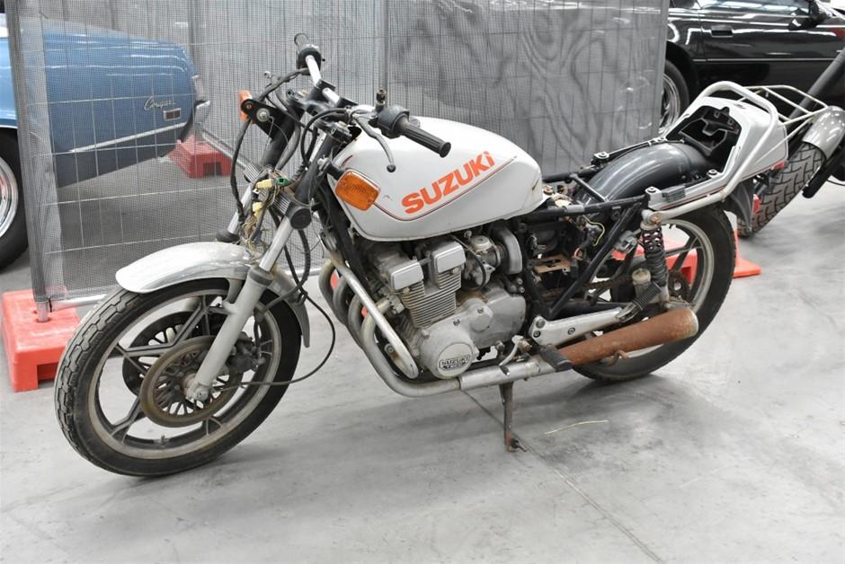 Suzuki GSX-400F Road,