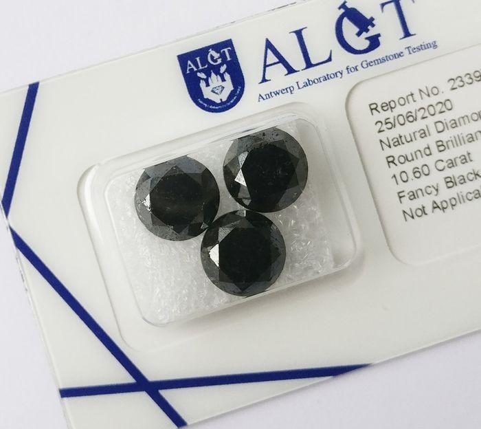 Three treated round brilliant cut diamonds, 10.60ct in Total