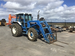 Ford 8210 Tractor Drive In/Out Loader