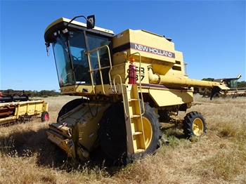 New Holland TR87 Harvester