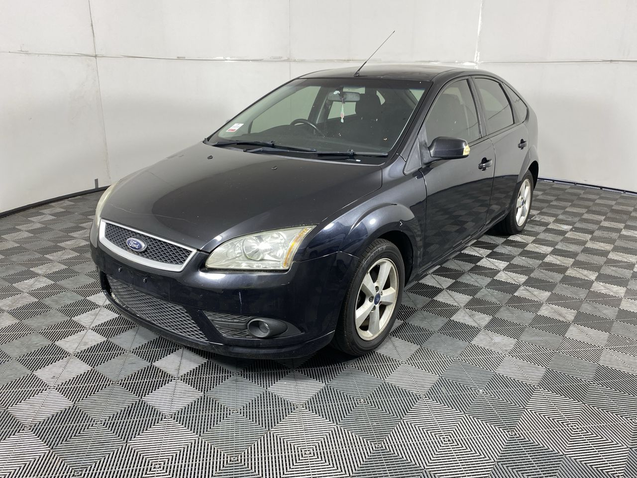 2008 Ford Focus LX Automatic Hatchback (WOVR)