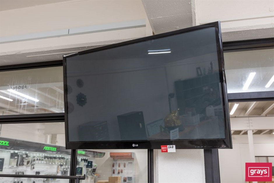 2011 LG 50PT250-TA Wide Screen Television with wall Bracket