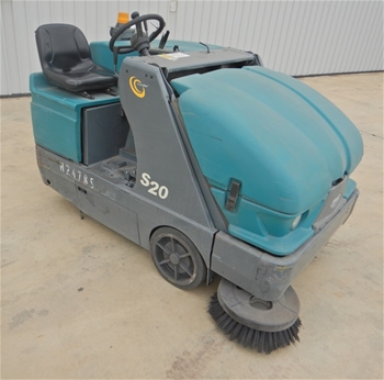 Tennant S20 Ride On Floor Sweeper