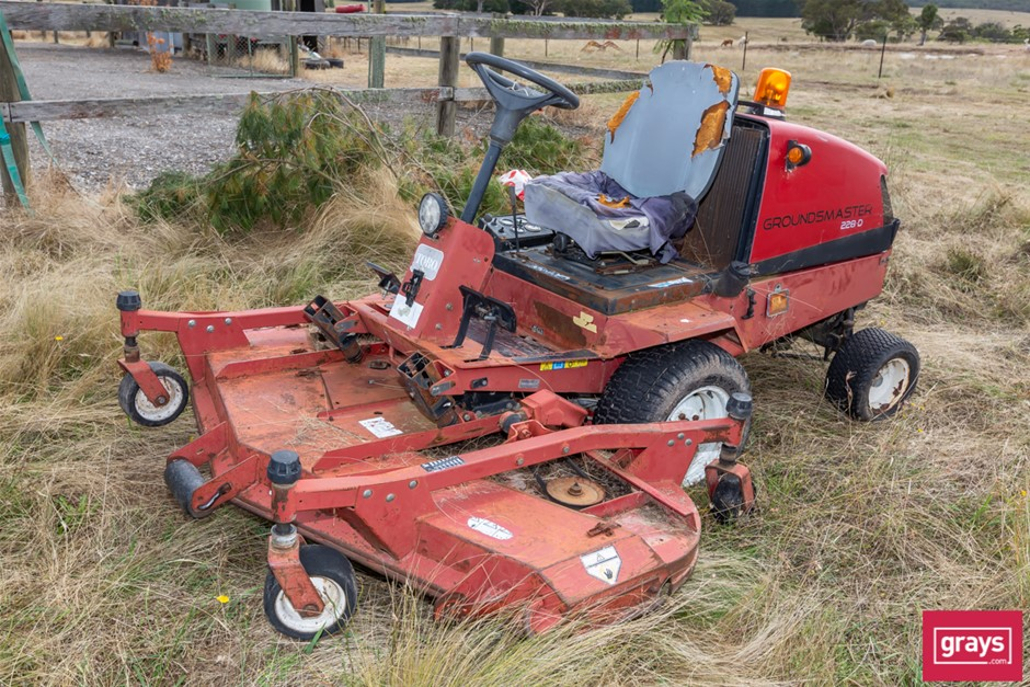 Tora Ground Master 228D Ride On Mower