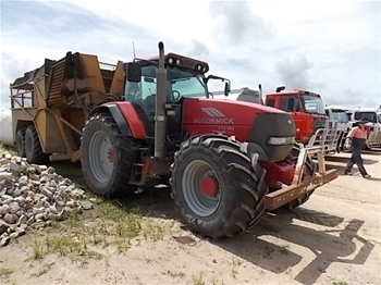 tully welding works tandem axle elevating tipping cane bin  2007 mccormick xtx 185 xtra speed e plus 4x4 tractor