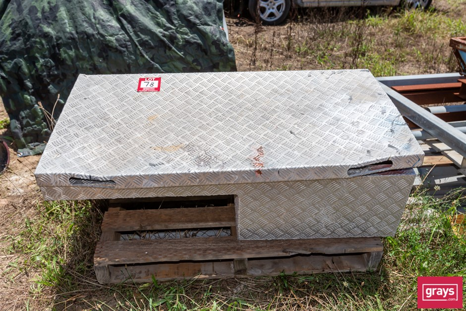 Alloy ute Mounted Tool Box With Contents