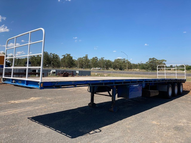 1995 Vawdry Triaxle Flate Deck Trailer