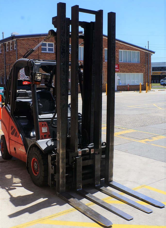 2011 Linde H35T-01 Gas Ride On Counter Balance Forklift