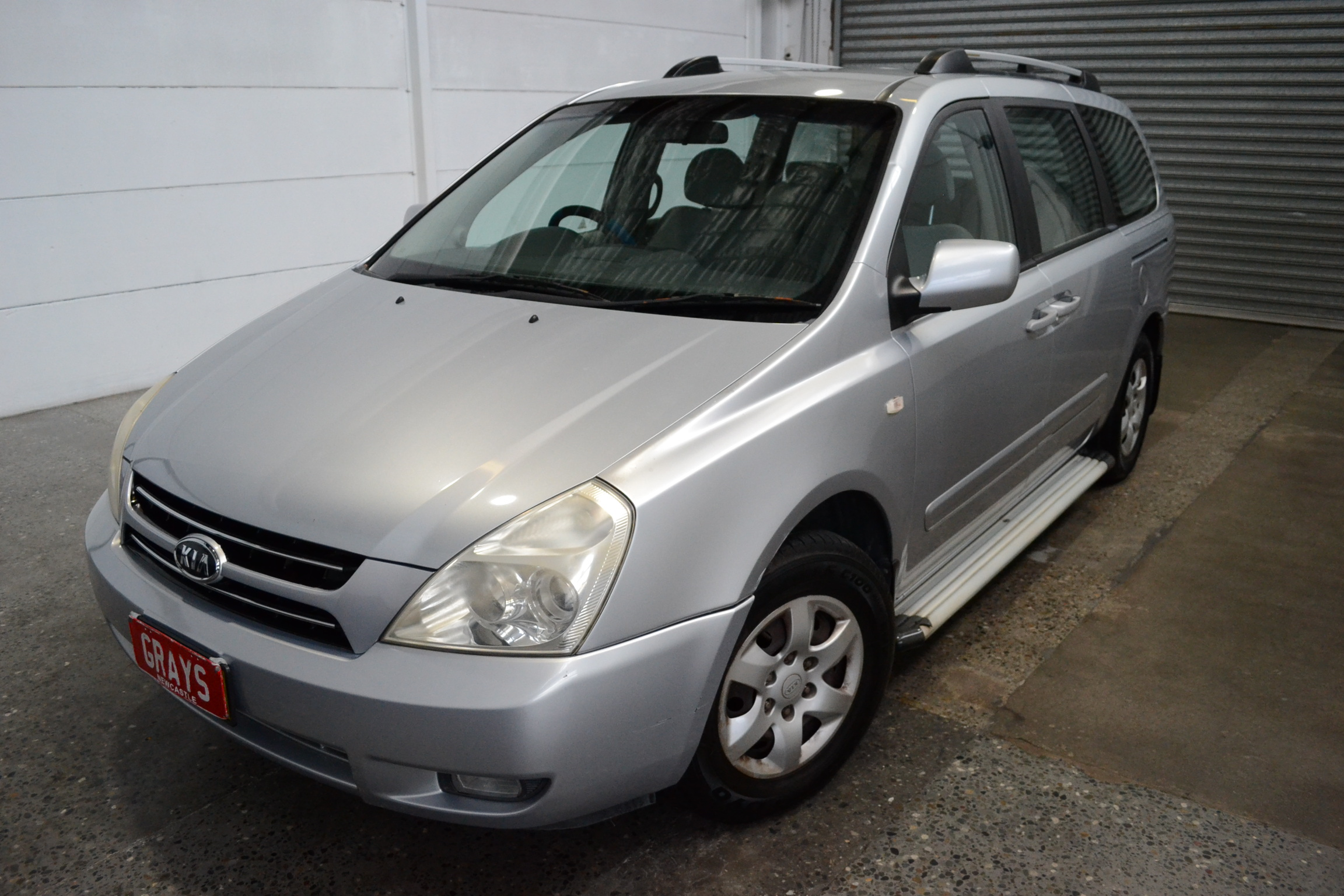 Kia Carnival LS Automatic 8 Seats People Mover