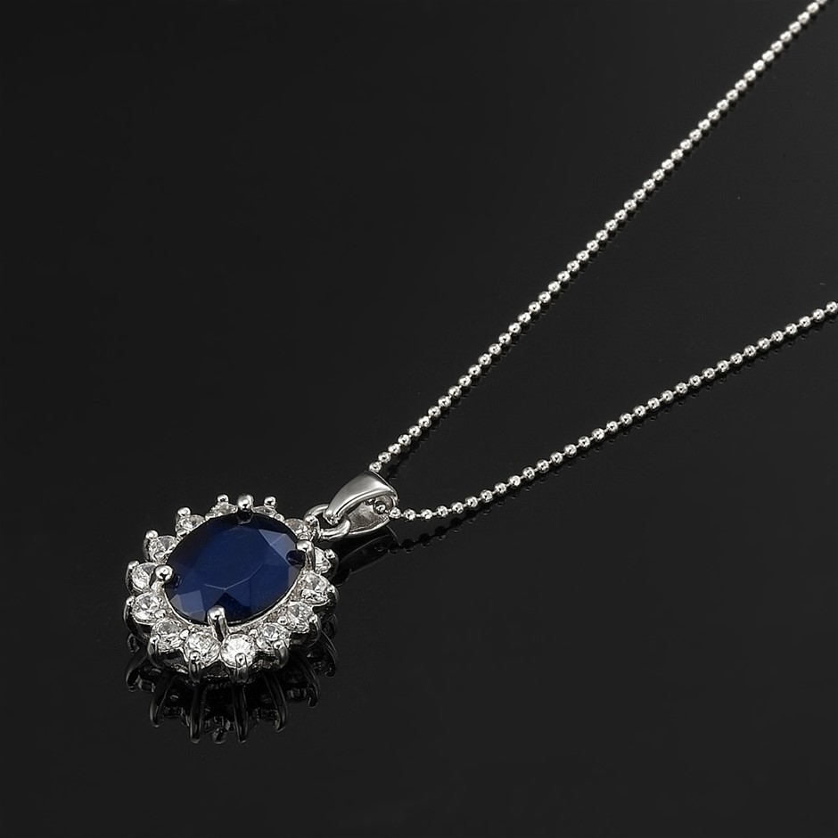 Replica Royal Pendant - 15 Simulated Diamonds