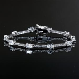 7.5 Inch Classic Bracelet Featuring 74 C