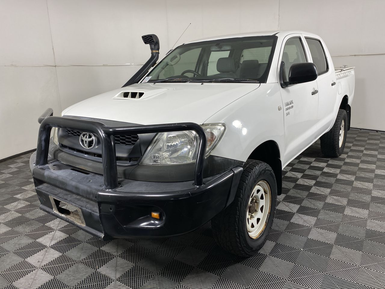 Toyota Hilux SR (4x4) KUN26R Turbo Diesel Manual Crew Cab Chassis