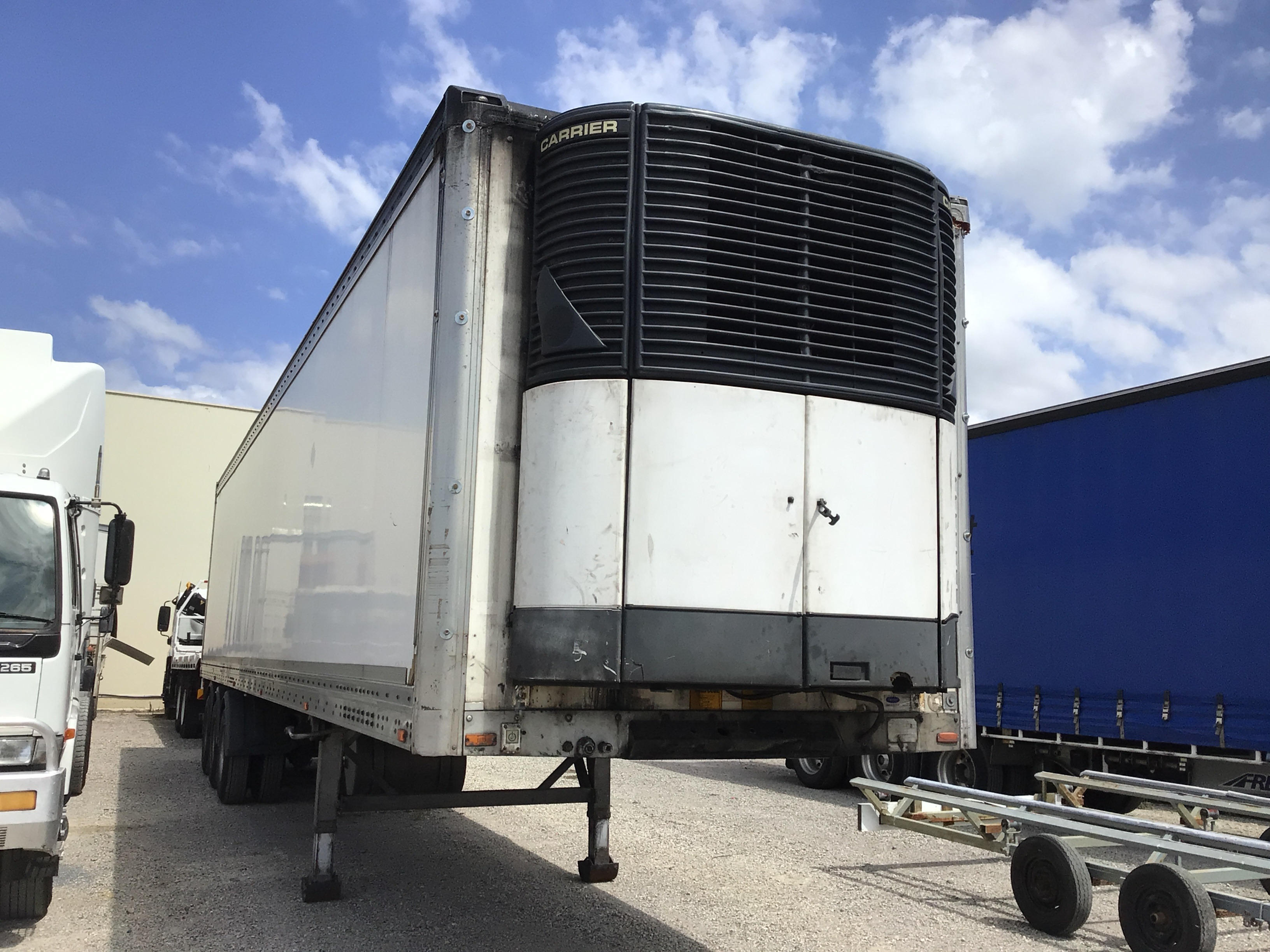 2004 Maxitrans ST3 Triaxle Refrigerated Lead Trailer