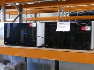Qty 2 x LG MS4296OWS/01 Microwave Ovens