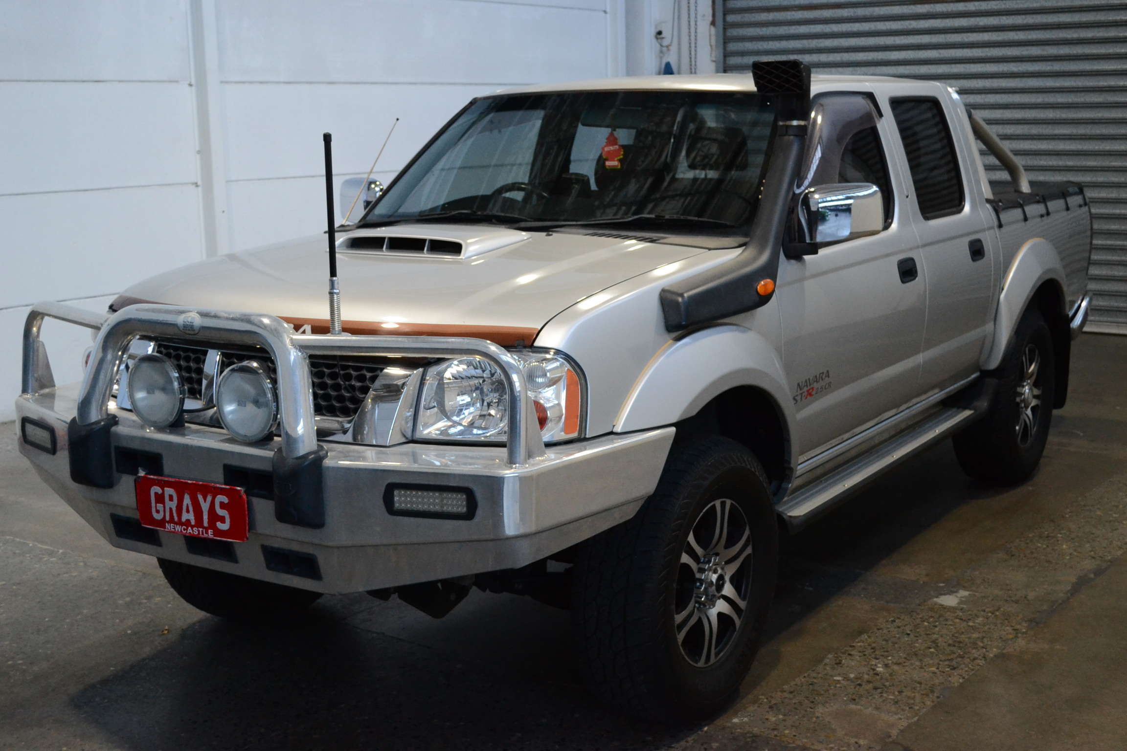 2009 Nissan Navara ST-R (4x4) D22 Turbo Diesel Manual Dual Cab