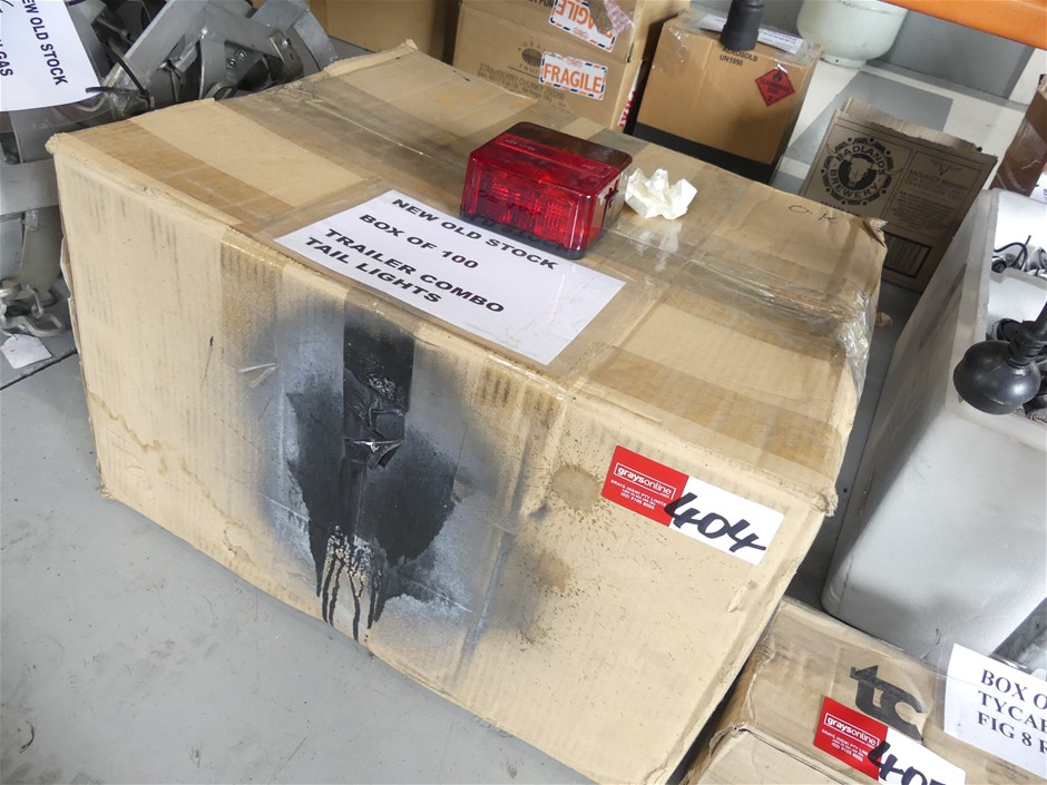 Box of Approx. 100 Trailer Combo Lights