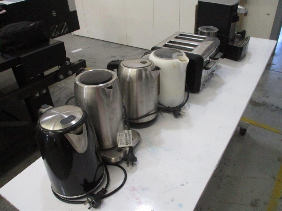 Qty of Assorted Kitchen Appliances