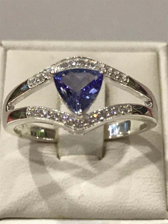 Stunning Tanzanit Genuine 1.50ct & White/Gold Vermeil Ring. Size R (7.75)