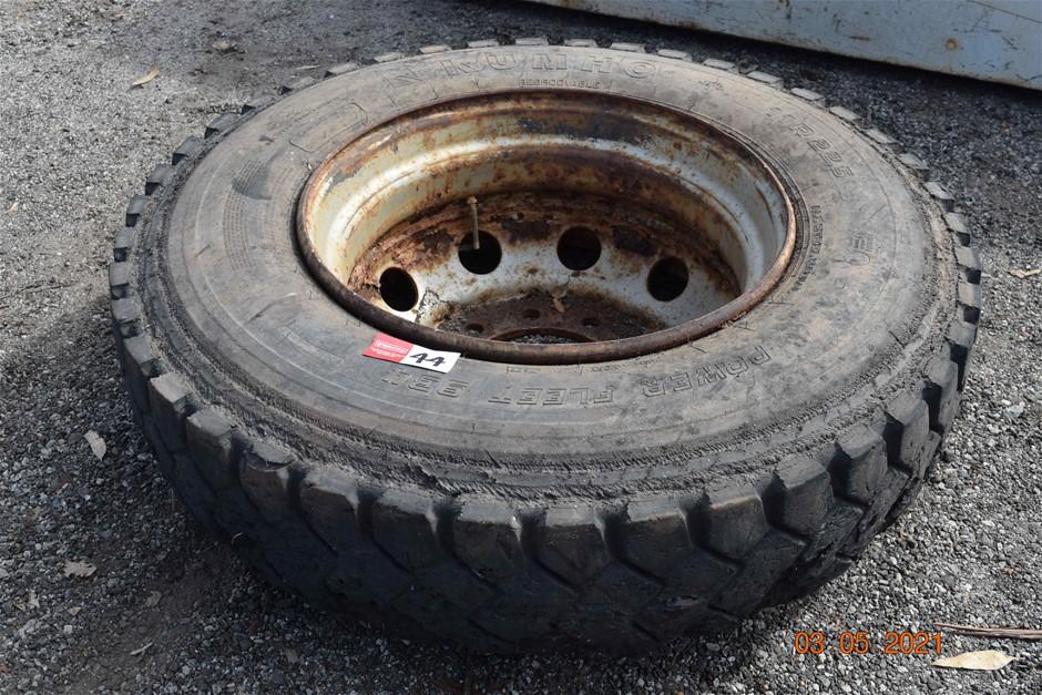 Kumho 11R22.5 Truck Tyre on 10 Stud Rim