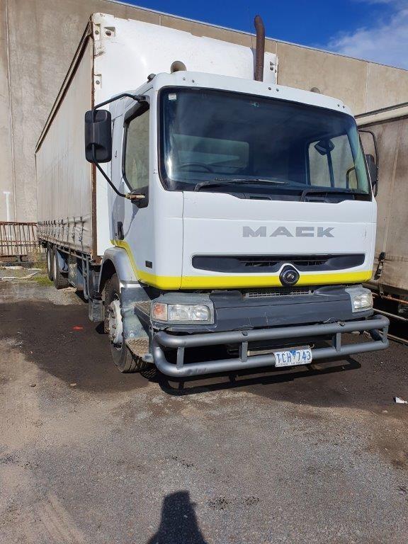 2005 Mack Premium 6 x 2 Curtainsider Rigid Truck