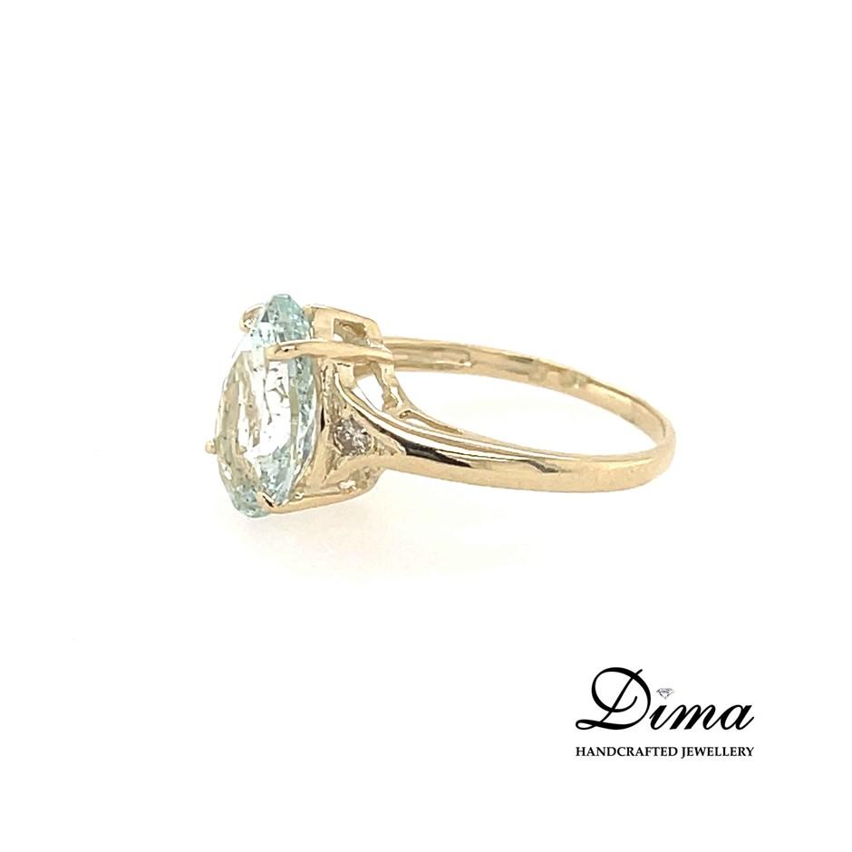 9ct Yellow Gold, 2.94ct Aquamarine and Diamond Ring