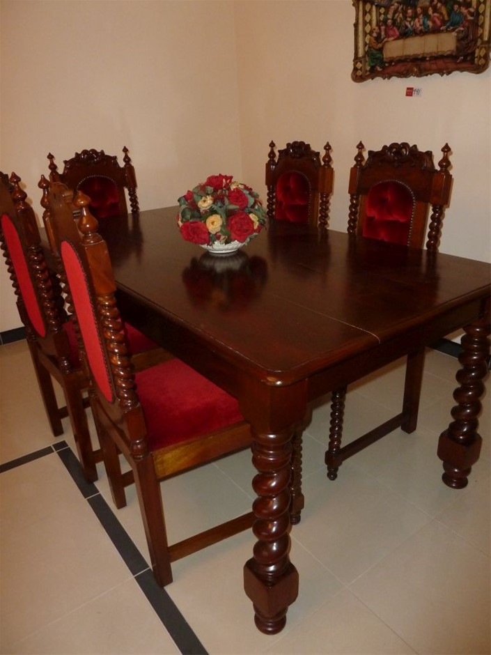 Antique Style Dining Table and 5 x Antique style style Dining Chairs