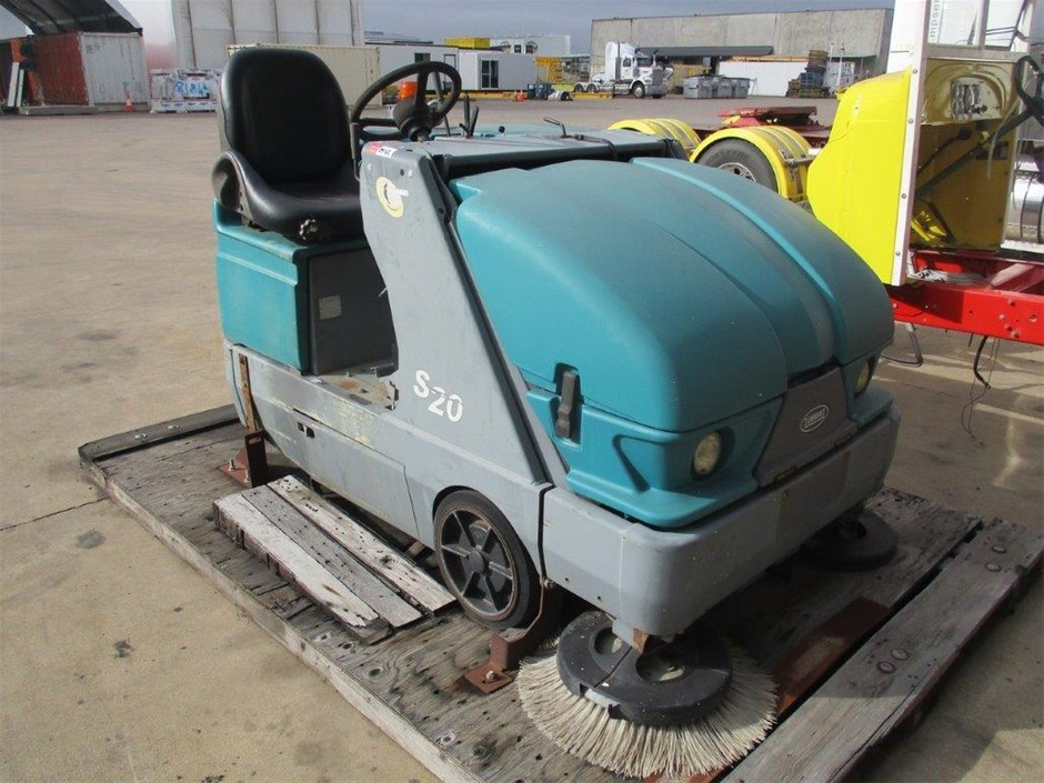 Qty 1 x Gas Powered Sweeper