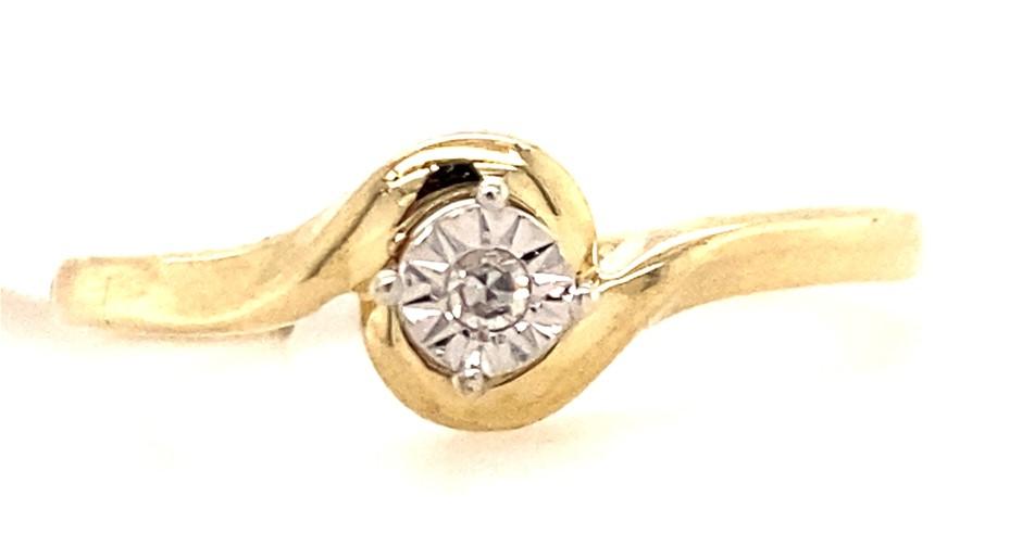 9ct Yellow/White gold diamond solitaire ring