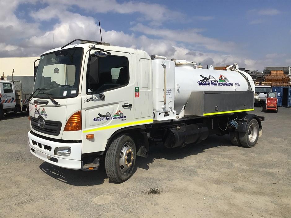 2003 Hino GD1J 4 x 2 Vacuum Truck