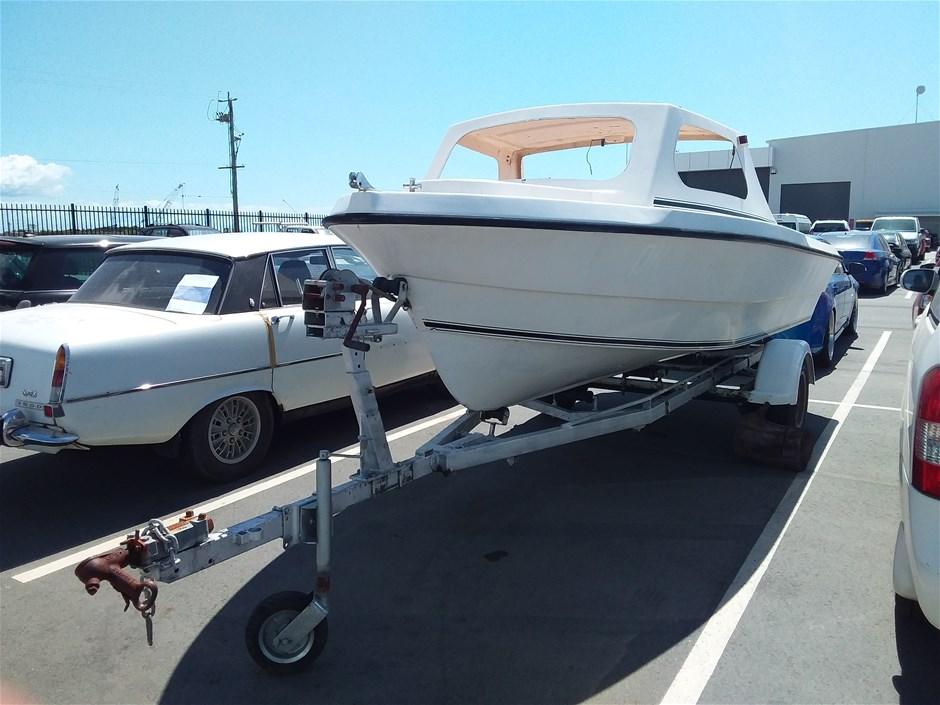 Pongrass waveridet Half cabin With Pod Fibreglass 5.5m Power Boat