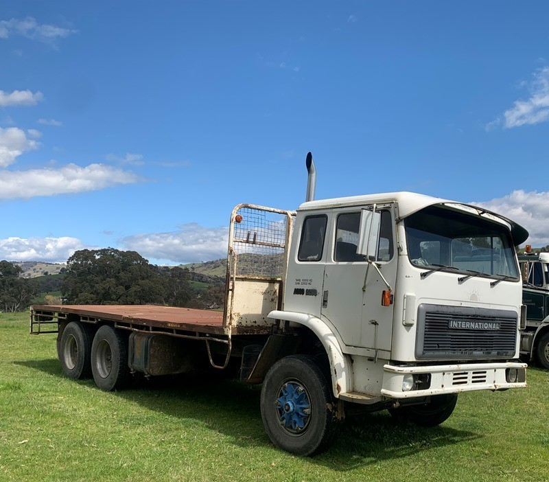 International Acco 2550 6 x 2 Tray Body Truck