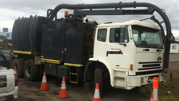 2000 Acco International 4 x 2 Vacuum and Water Truck Combination Unit