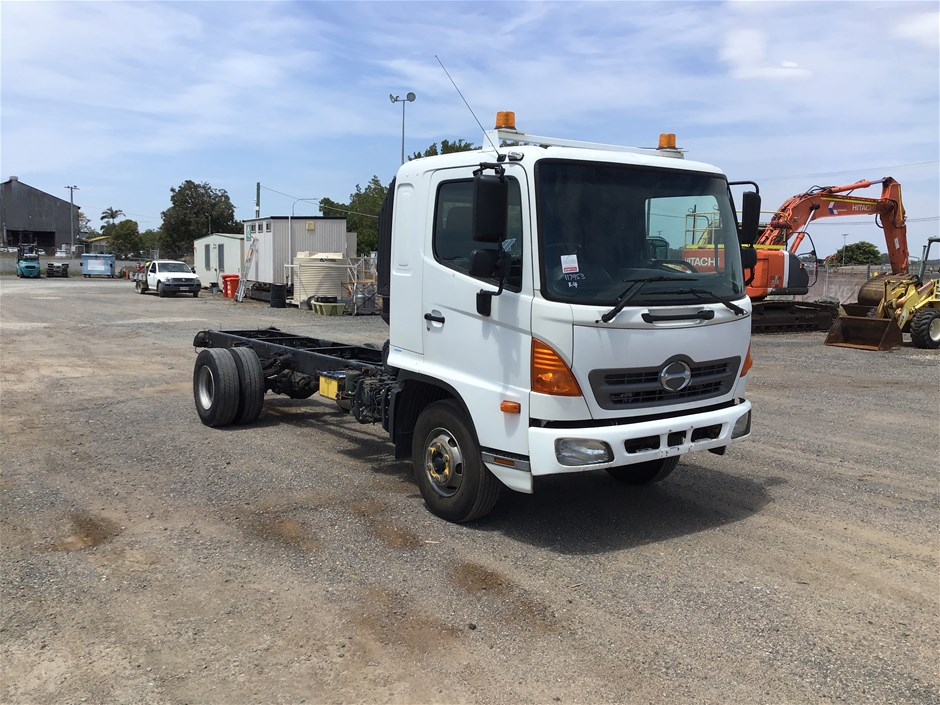 2010 Hino FD1JSER 4 x 2 Cab Chassis Truck with 167,591 kms