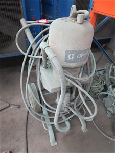 Graco Extreme 56:1 displacement pump with airless spray gun, with manual